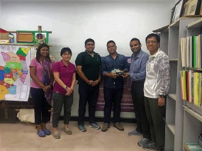 Presentation of memento to Mr. Worapong Phukpoo, Head of Research, CBT-I, Chiang Mai after the meeting